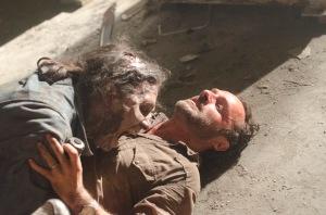 the-walking-dead-season-3-zombie-attack